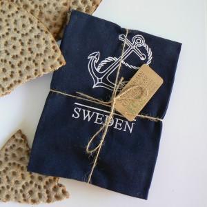 Blaues Küchenhandtuch mit Anker-Motiv bestickt