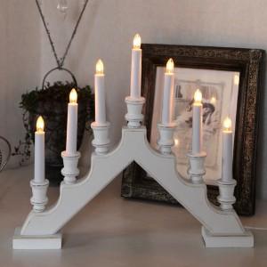 7-flammiger weißer Lichterbogenr aus Holz im Shabby Stil