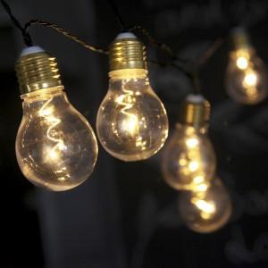 """LED-Lichterkette mit echt wirkenden """"Glühbirnen""""; Batteriebetrieb mit Timer"""