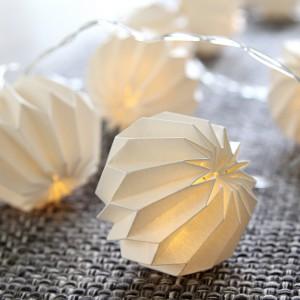 """LED-Lichterkette mit weißen gefalteten """"Papierblumen"""" Batteriebetrieb mit Timer"""