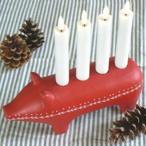 Kerzenständer Julgris rot aus Beton