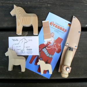 Schnitzmesser und 3 Dalapferd-Rohlinge zum selber Schnitzen