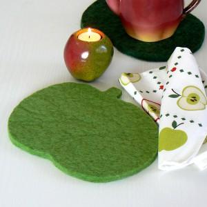 Von schwedischen Schafen: Wollfilz Untersetzer Apfel hellgrün