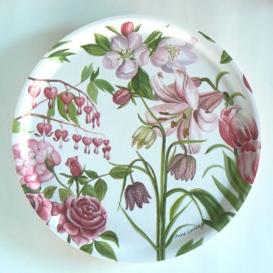 rundes Tablett mit rosa Blüten Design Anna Linderholm