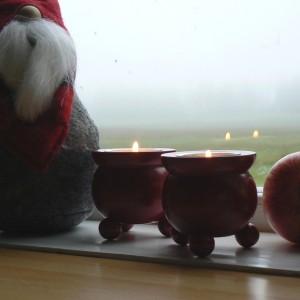 Typisch schwedische Kugelleuchter für Teelichter aus Holz