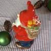 Schwedischer Jultomte mit prall gefülltem Rucksack