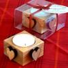 Skandinavisches Kunsthandwerk: Teelichthalter aus Holz mit Herzen