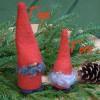Schwedischer Weihnachtswichtel: Tomte Tore mit echten Lammfell
