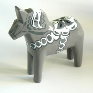 Dalapferd 13 cm Sten grau handgeschnitzt handbemalt schwedische Volkskunst