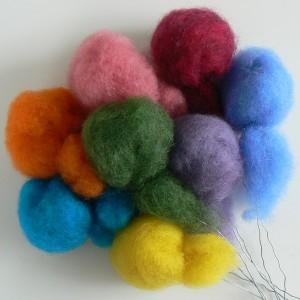 Deko für Osterstrauß: Osterpuschel aus Wolle