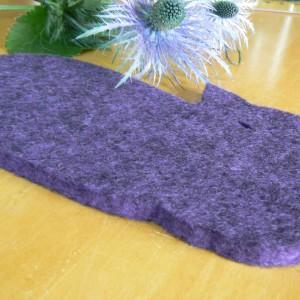Wollfilz Untersetzer liegende Katze lila