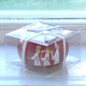 In Geschenkverpackung: Teelichthalter aus Holz handbemalt mit einen Luciazug