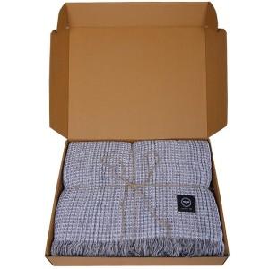 Baumwollplaid Waffelstruktur grau recycelt im Geschenkkarton
