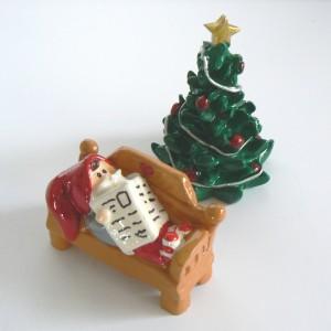 Tomte-Raum: Ruhender Tomte mit kl. Weihnachtsbaum 2-teilig
