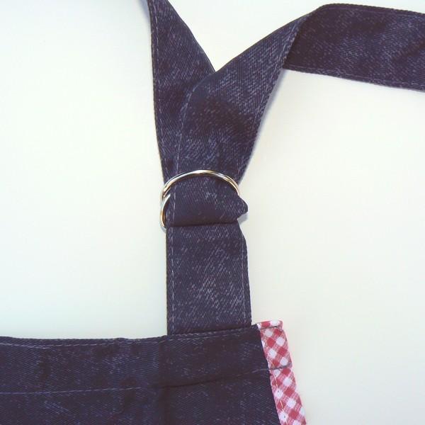 verstellbares Nackenband der Schürze mit Dalapferd