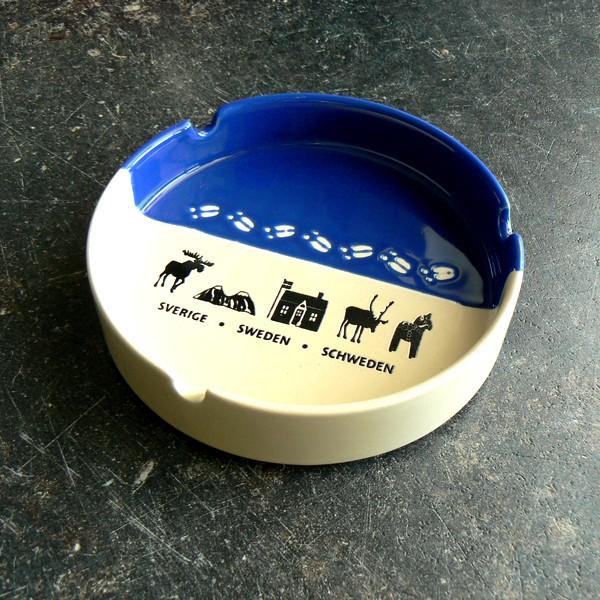 Aschenbecher Elchspur blau  mit Elch,Tor zu Lappland, Schwedenhaus, Rentier, Dalapferd