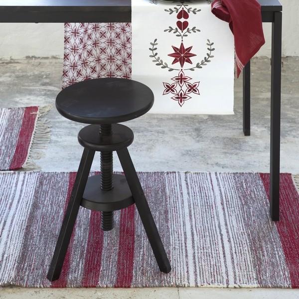 Flickenteppich grau weiß rot im skandinavischen Landhausstil