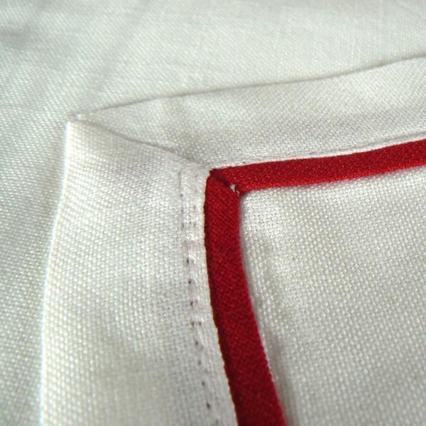 """Tischdecke """"God Jul"""" weiß mit rotem Stofffalz 85 x 85 cm"""