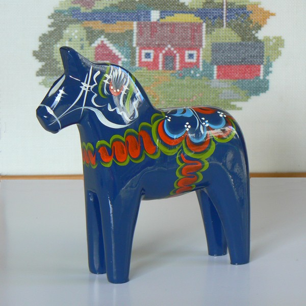Tolle Deko aus Schweden: Dalapferd 17 cm blau