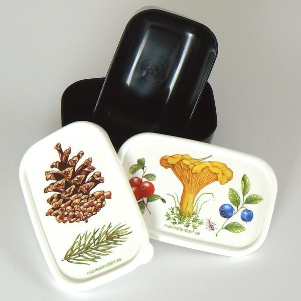2 Miniboxen mit Zapfen-, Pfifferling-, Blaubeer-, Preiselbeer-Motiv