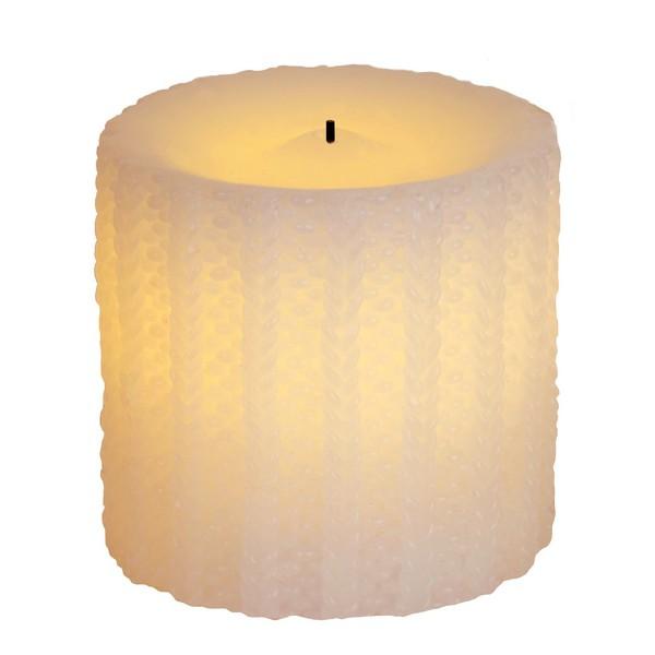 weiße LED-Echtwachskerze aus dem 2er-Set Strickmuster