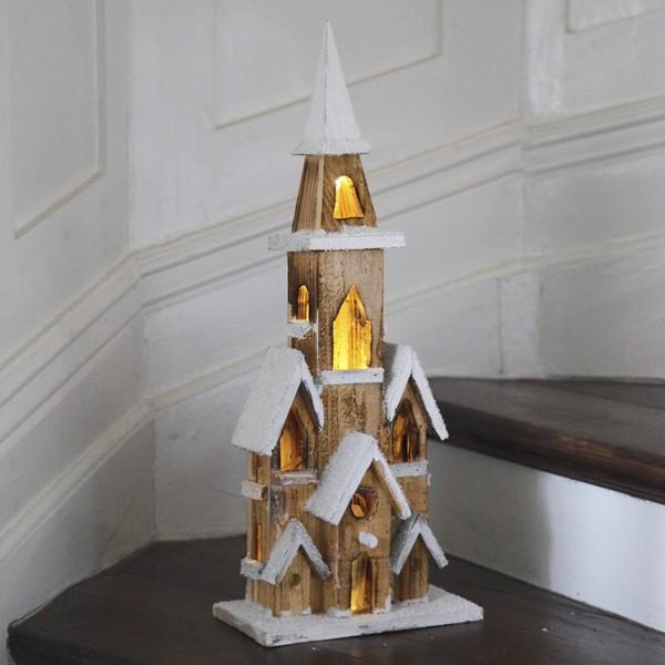 Beleuchtete Holzkirche batteriebetrieben mit Timer