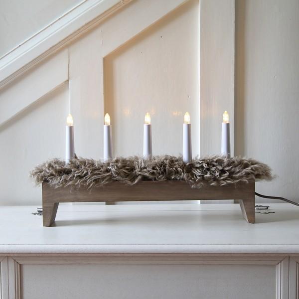 """Schwedischer LED-Lichterbogen """"Svenljunga"""" braun 5-flammig aus Holz mit echtem Schaffell"""