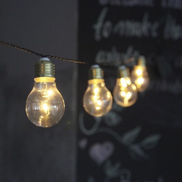 """LED-Lichterkette mit echt wirkenden """"Glühlampen""""; Batteriebetrieb mit Timer"""