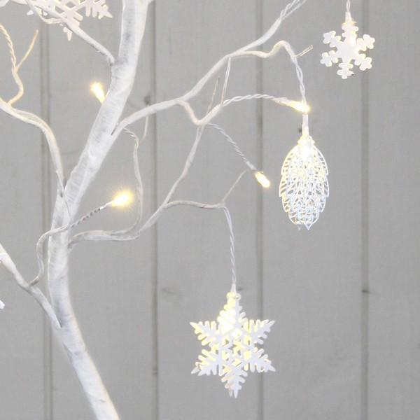 """LED-Dekobaum """"Dekora"""" mit 27 LEDs und weißen Zapfen und Eiskristallen als Anhängern"""