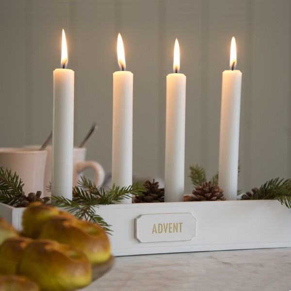Typisch schwedisch: Langer Adventskerzenhalter