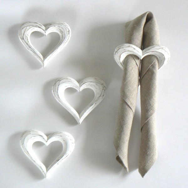 Skandinavischer Landhausstil: Serviettenring Herz aus Holz weiß 4er-Set