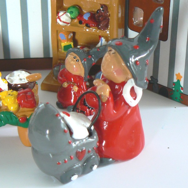 Tomte-Raum: Tomte Frau mit Kinderwagen 1-teilig