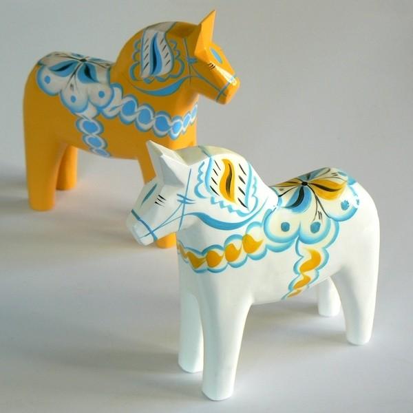 weißes Dalapferd 13 cm schwedische Volkskunst, handgeschnitzt und handbemalt