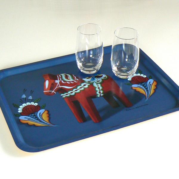schwedisches Kunstgewerbe: Tablett mit Dalapferd