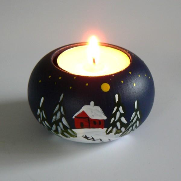 Skandinavisches Kunsthandwerk: Teelichthalter mit Wintermotiv  handbemalt