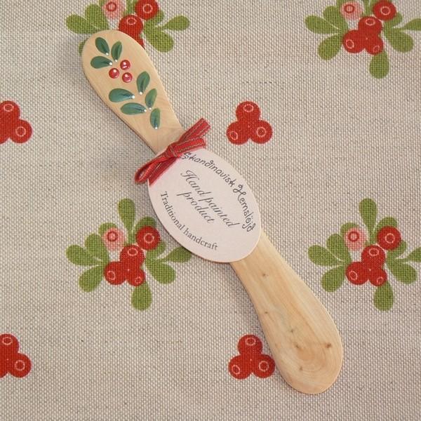 Geschirrtuch und Buttermesser aus Wacholderholz mit Preiselbeer-Motiv Kunstgewerbe