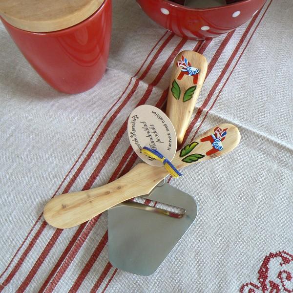 """Käsehobel und Buttermesser handbemalt """"Dalapferd"""""""