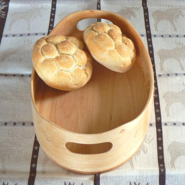Skandinavisches Kunsthandwerk: Brotkorb aus Erlen Holz