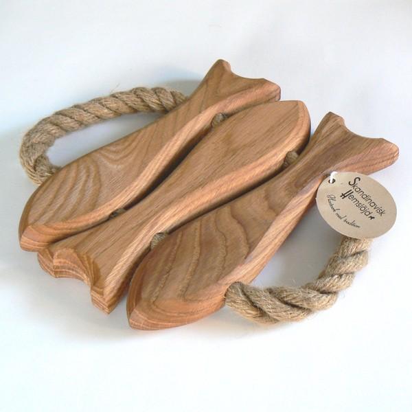 Skandinavisches Kunsthandwerk: Topfuntersetzer Fische aus Holz