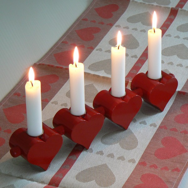 """Typische skandinavische Weihnachtsdeko: Leuchter """"4 Herzen"""" aus Holz rot"""