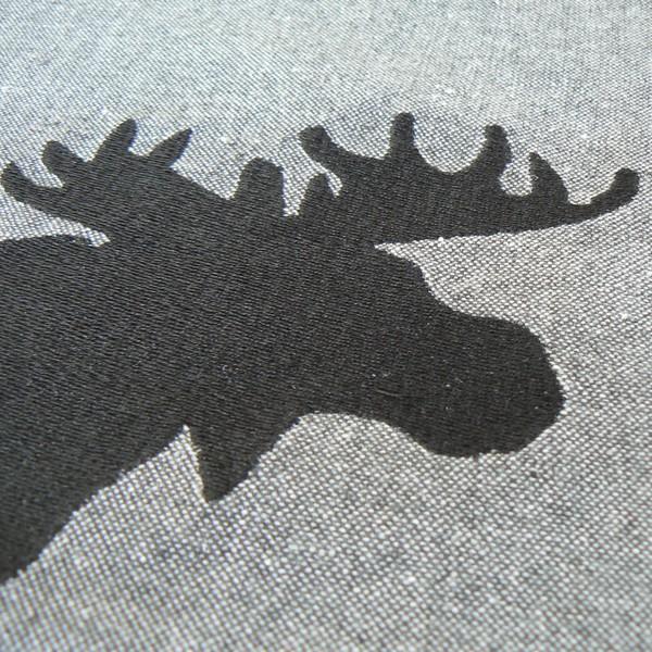 Kissenhülle / Kissenbezug 45x45 cm dunkelgrau recycelt mit Elch bestickt