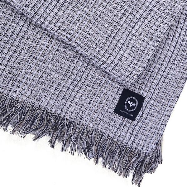 Baumwollplaid Waffelstruktur grau recycelt mit kurzen Fransen