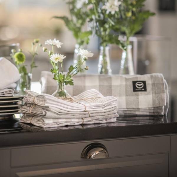 Tischdecke hellgrau weiß Karomuster 140x250 cm recycelt