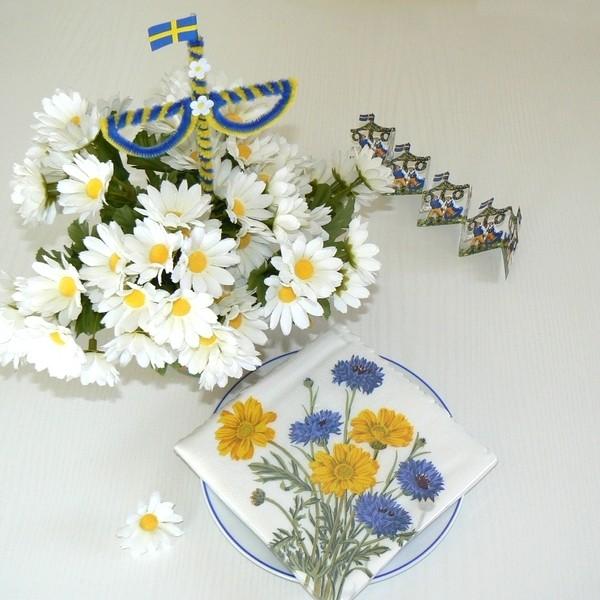 Schwedisches Kaffeekränzchen-Set zum Mittsommerfest