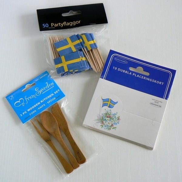 Schwedische Flaggen-Picker, Platzkarten und Holzbesteck