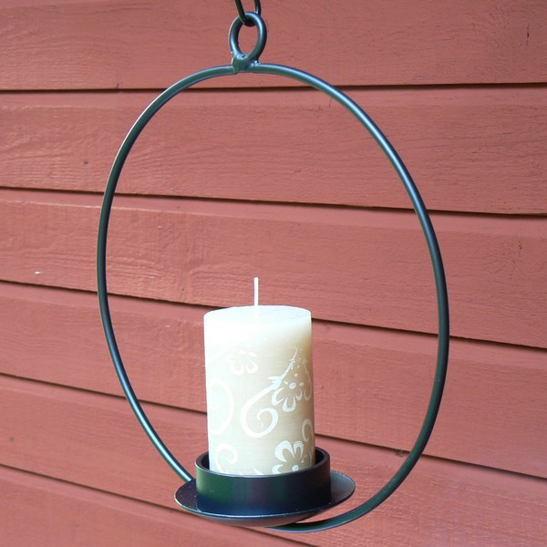 Schwarzer Leuchter zum Hängen aus Metall für eine Stumpen Kerze