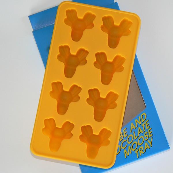 Gelbe Eiswürfelform aus Silikon für eisige Elche