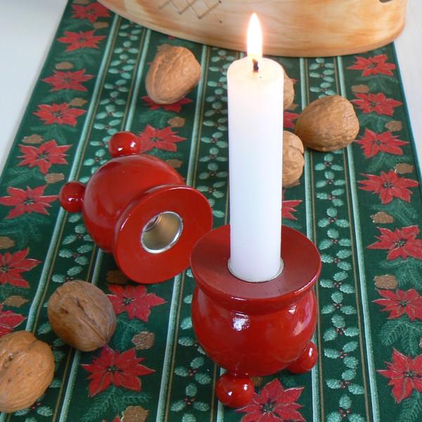 Typisch schwedische Kugelleuchter aus Holz zur Adventszeit