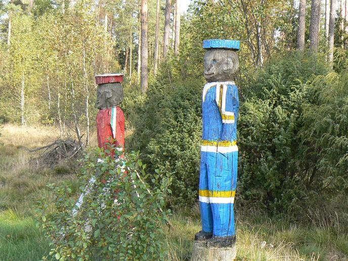 Holzfiguren bei Klevshult